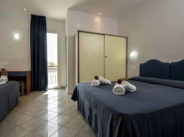 Отдых в Италии отель Hotel Scarlet в Римини